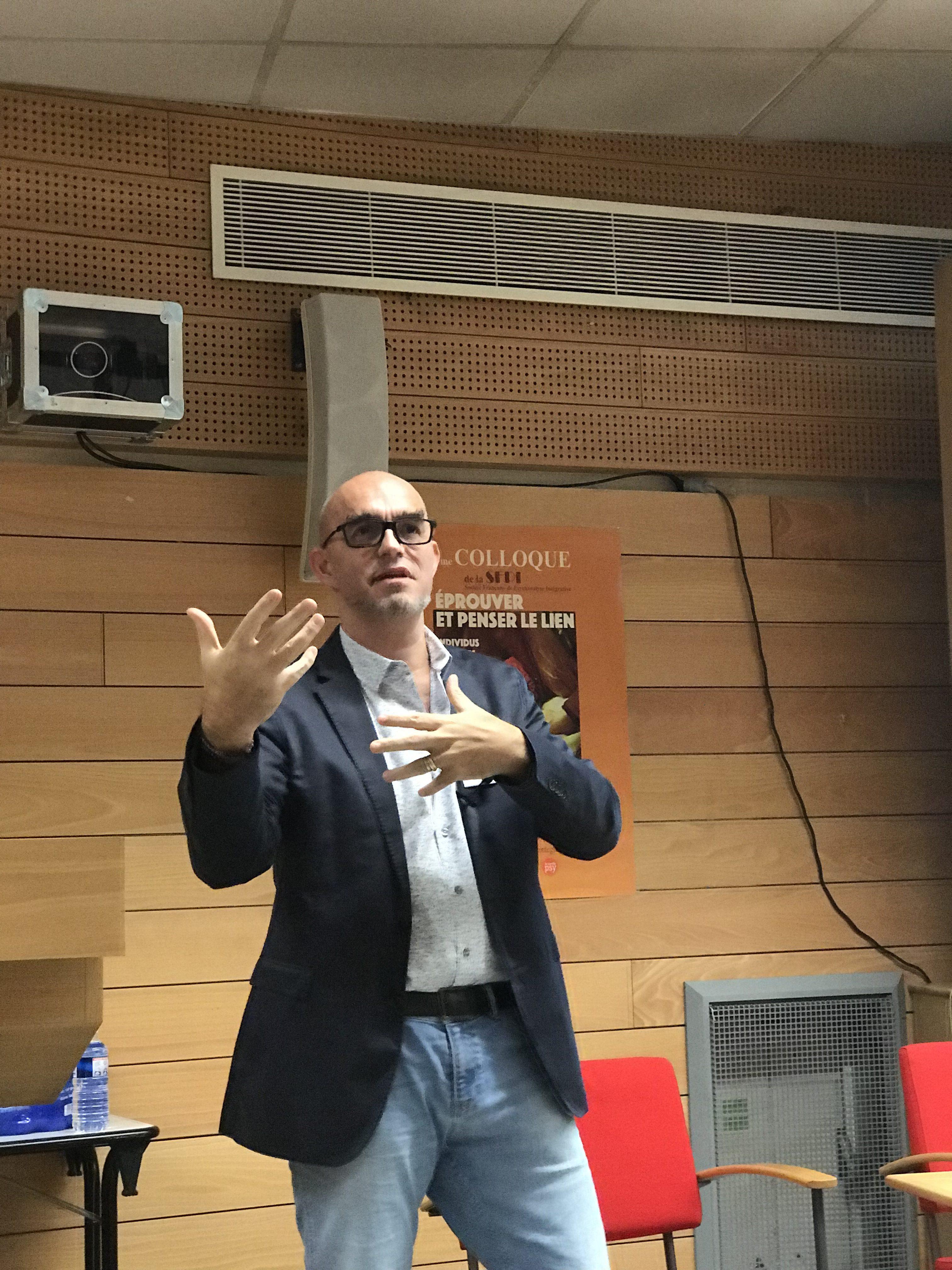 """image de cyrille bertrand, directeur de NGI, intervenant pour le colloque de la SFPI : """"Éprouver et penser le lien"""""""