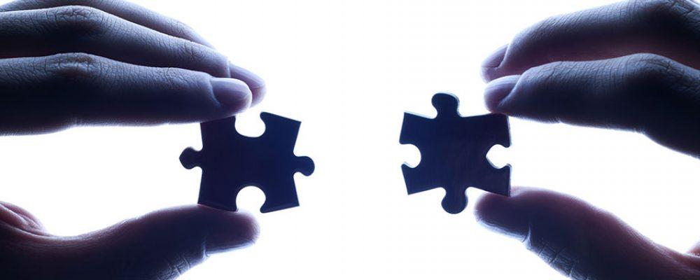 image de l'article : Qu'est-ce que la psychothérapie? Définition de la psychothérapie. Article écrit par Cyrille bertrand, directeur de NGI. Photo représentant deux pièces de puzzle s'emboitant l'un dans l'autre.